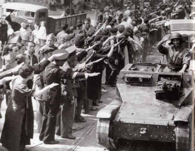Las tropas nacionales son aclamadas en Santander.
