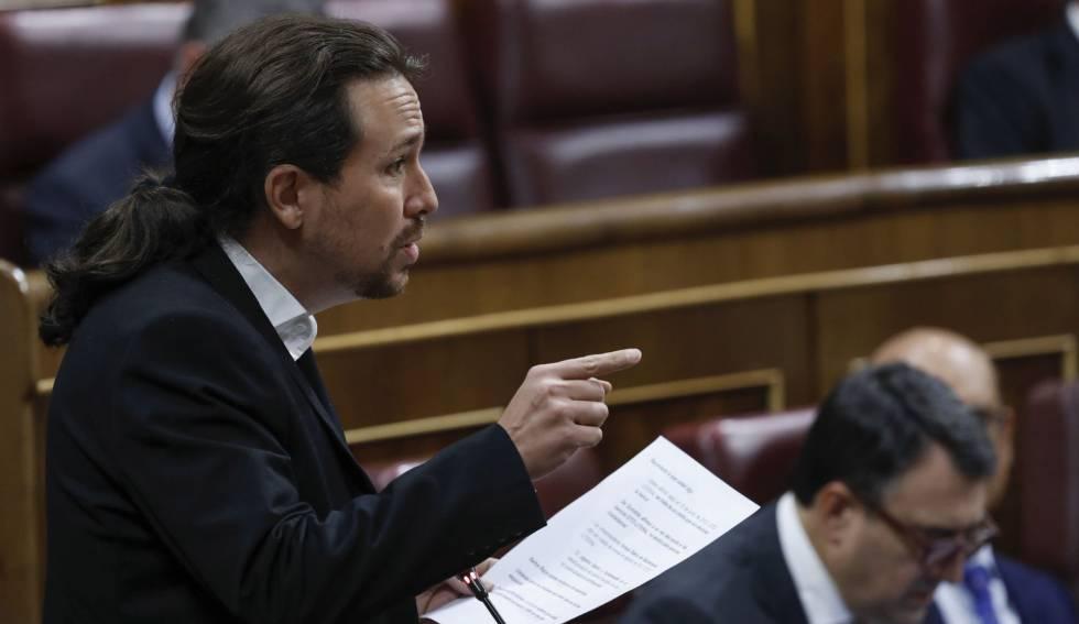 Pablo Iglesias formula una pregunta al presidente del Ejecutivo, Mariano Rajoy.